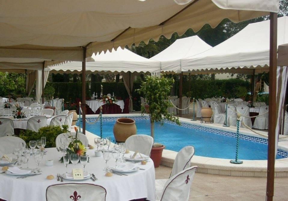 <p>Tent – Royal</p>