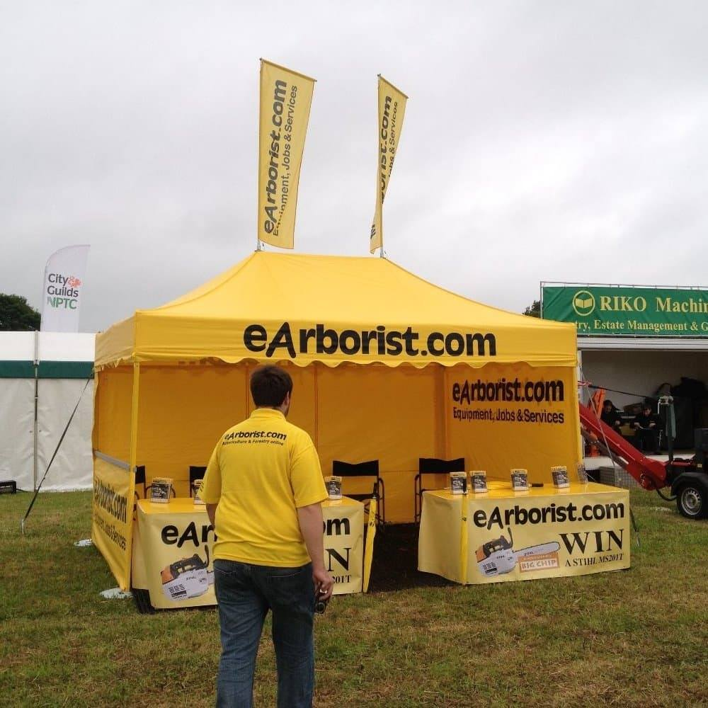 <p>Tent &#8211; Classic With Roof Flags &#8211; EArborist4.5m x 3m</p> <p>eArborist have chosen the tent in their corporate colours and branded their logo across the roof valance, plus have printed their side walls inside and out. They also have 2 x flags for the roof fully branded.</p>