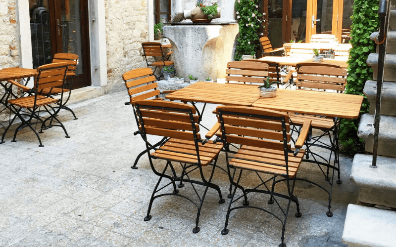 <p>Outdoor Furniture – Metal & Wooden Dining Collection – Classico Armchair & Table.</p> <p> </p> <p>Classico Furniture Chair with black aluminium frame with Classico Rectangular Table.</p> <p> </p> <p>Ideally suited for either indoor or outdoor relaxed dining location or more intimate café bistro al fresco area</p>