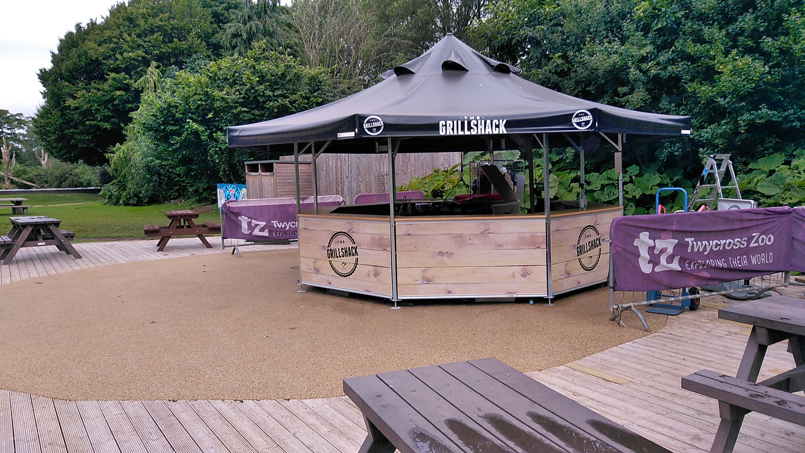 <p>Barbecues & Grills – Sanki Swinging Grills – Grills & Pavilions – Grill Shack – Twycross Zoo</p> <p>Lumiere Commercial Grill – Twycross Zoo</p> <p></p> <p>Suitable for any hospitality venues including pubs, restaurants, hotels, golf courses looking to extend their menu offering and maximise the use of their outdoor space whilst relieving the kitchen staff</p> <p></p> <p>Ideal combined with Octagonal Pavilion or Folding Tent both available with special roof openings</p>