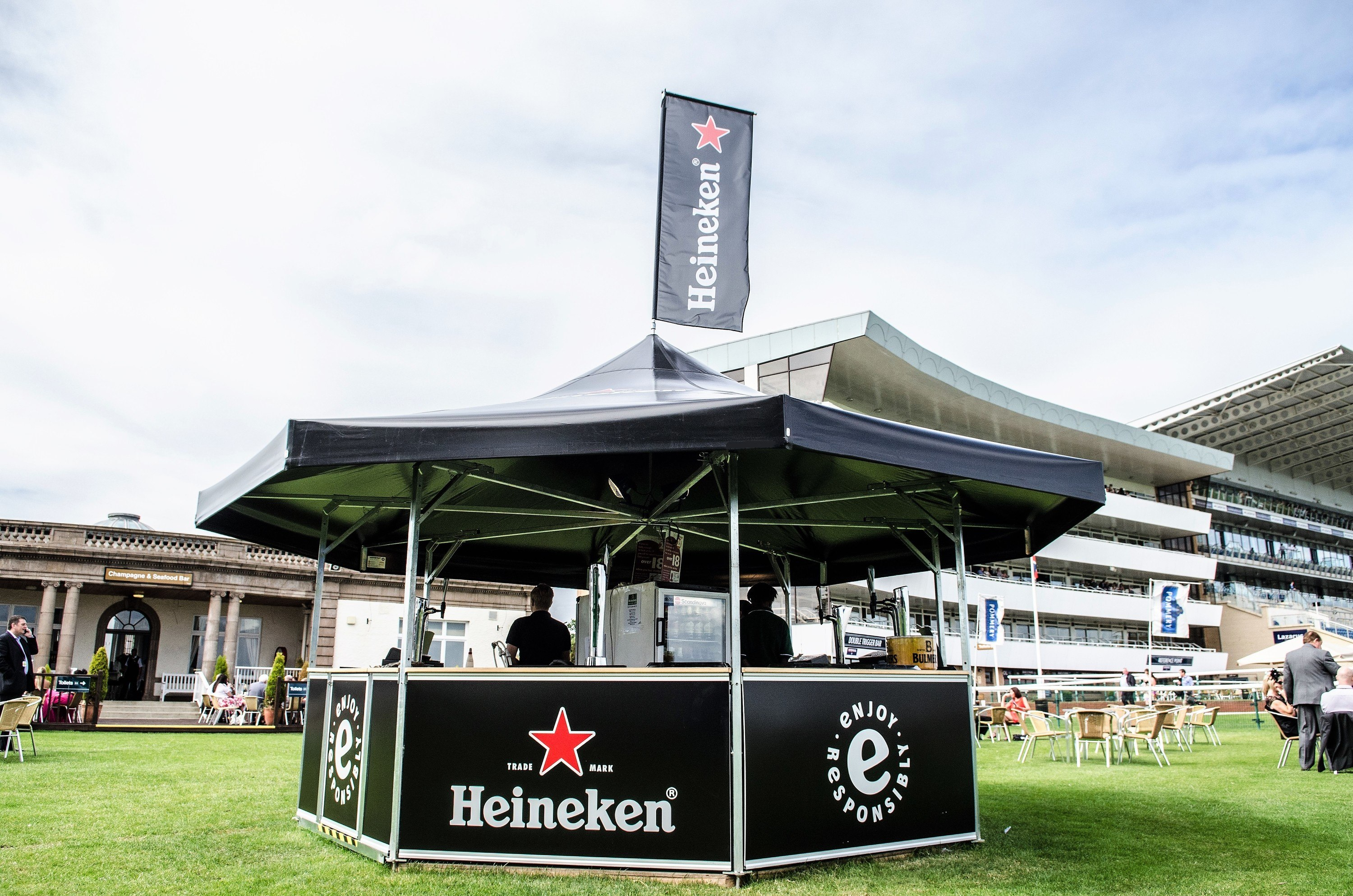 <p>Event, Mobile &amp; Stadia Bars – Tents &amp; Marquees &#8211; Pavilion Bars &#8211; Octagonal Bar</p> <p>&nbsp;</p> <p>Ideally suited as an outdoor event bar at sporting venues including racecourses, cricket grounds etc.  Also suitable as a retail outlet for selling merchandise at music festivals, exhibitions etc.</p>
