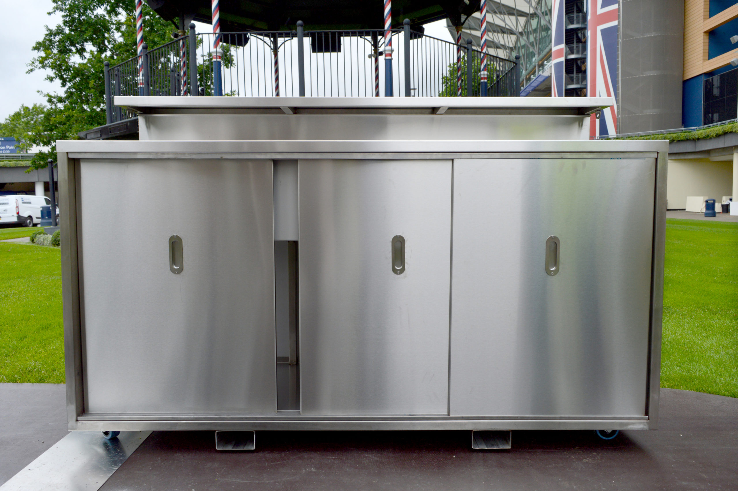 <p>Bespoke Products – Mobile Carts – Mobile Bars – Custom Modular Design – Stainless Steel Standard Unit – Storage</p> <p></p> <p>Stylish, eloquent & taylor made Mobile Drinks Bar image of standard unit option</p> <p></p> <p>Designed to meet the customer needs & objectives to include draught dispense, champagne, Pimms, multi-purpose etc or whatever the customer requires to make their mobile beverage bar unique & exclusive to their brand</p> <p></p> <p>One example of a design. We can design and manufacture to meet customer's specific objectives</p>