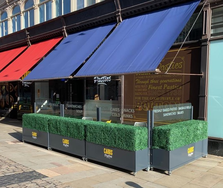<p>Barriers & Screens Bora Terrace Screens – outdoor cafe patio mobile feet – castors</p> <p>Suitable for Pub Beer Garden Patio as well as other hospitality alfresco areas such as pavement outdoor café areas</p> <p></p> <p>Frames and Glass are available in a variety of colours and options to include corporate branding or sponsor branding are also available.</p> <p></p> <p>Ideal solution to section off alfresco dining areas to allow for 2m social distancing measures, whilst encouraging customer to visit and enjoy what they have always liked to do, dine and socialise.</p>