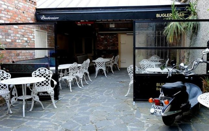 <p>Barriers & Screens – Terrace-Screens – Samoon.</p> <p> </p> <p>Shown here being used at a bar guest house outdoor bistro terrace.</p> <p> </p> <p>Frames & Glass are available in a variety of colours and options to include corporate branding or sponsor branding are also available.</p>