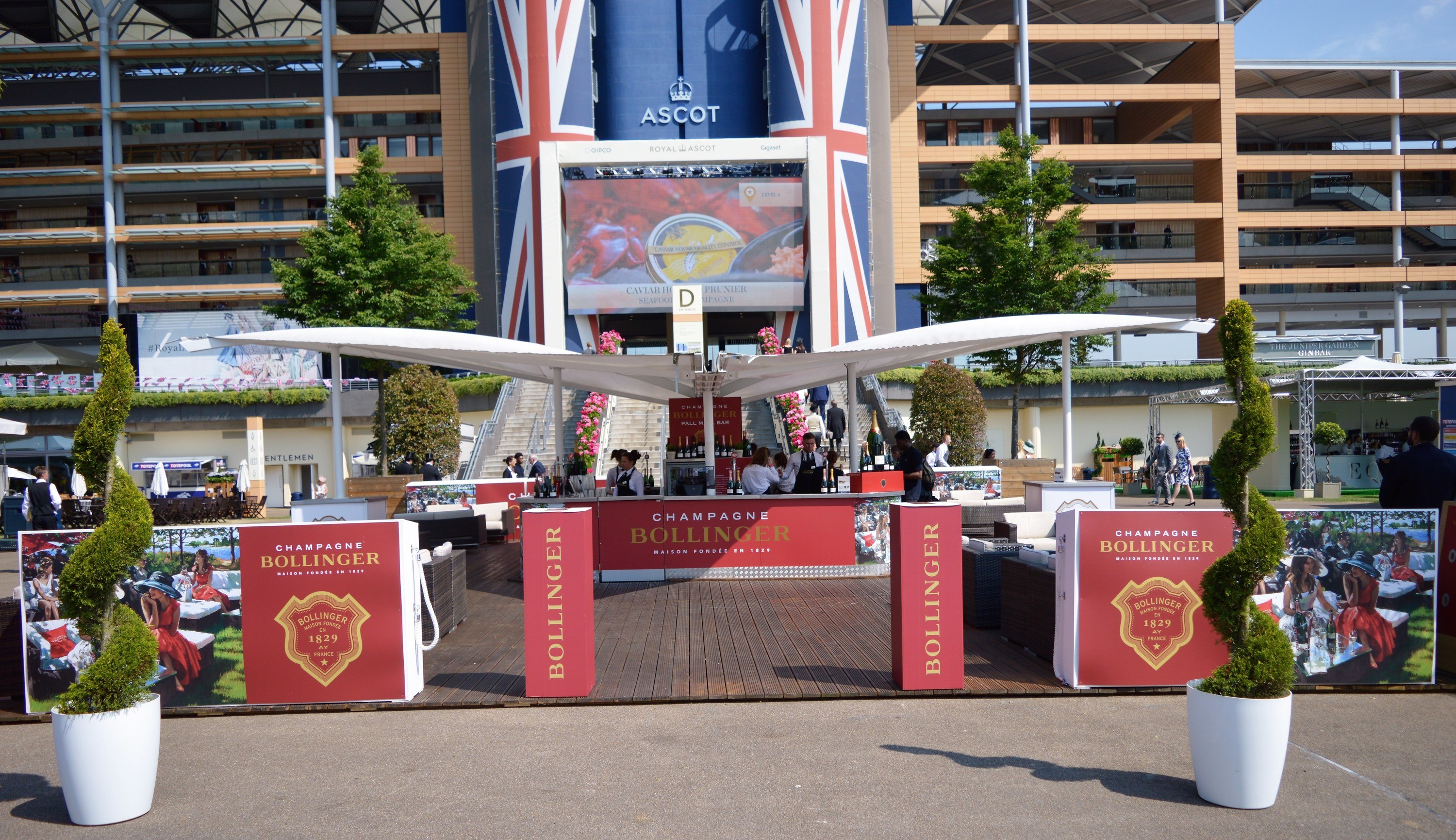 <p>Event, Mobile & Stadia Bars – Sail & Canopy Bar.</p> <p> </p> <p>Stylish Bollinger Champagne Bar Centre Piece.  Ideally suited as a centre piece outdoor event bar serving premium champagne or other premium drinks brands at high profile sporting events including Royal Ascot, Cricket at Lords.</p> <p> </p> <p>Bespoke Design and Manufacture in UK to meet customer individual requirements</p>