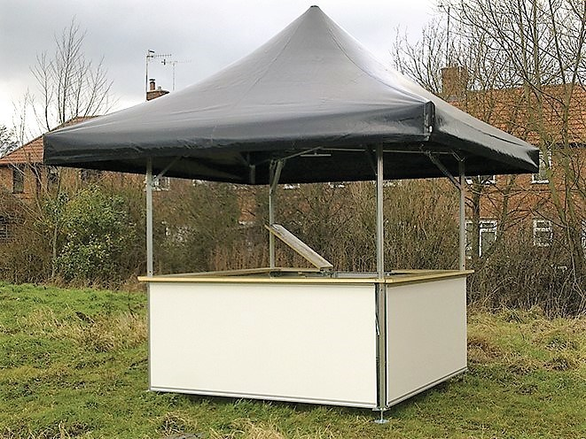 <p>Event, Mobile & Stadia Bars – Tents & Marquees – Square Pavilion</p> <p> </p> <p>Unbranded with plain black roof and plain white base panels.</p> <p> </p> <p>Ideally suited as an information stand, premium drinks bar for small compact spaces or small intimate events.</p>