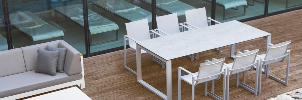 Adriana Furniture - Table with powder-coated aluminium frame and tabletop