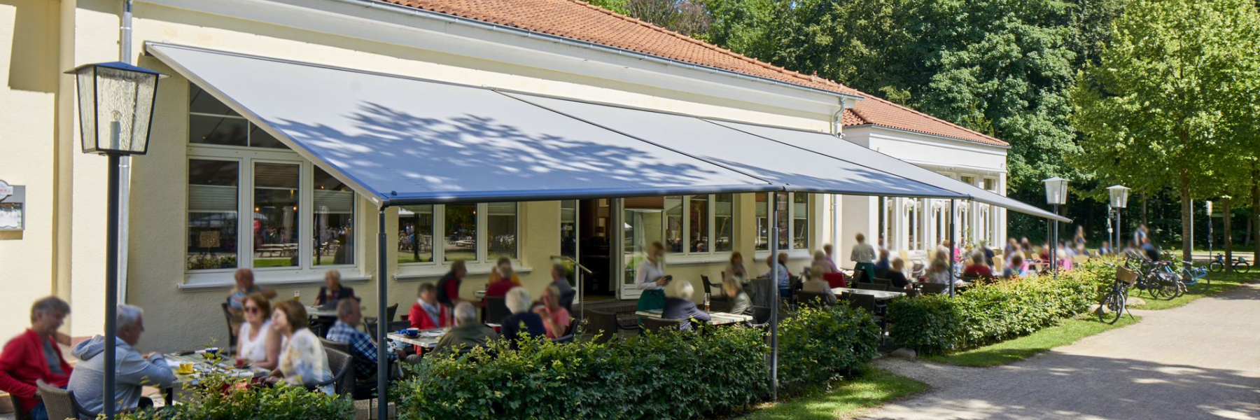 <p>Markilux Pergola Cafe Terrace Covered Hospitality Area Outdoor Cafe setting</p> <p></p> <p>Pergola – Café outdoor terrace setting – keeping your customers protected from all-weathers 365 days of the year</p>