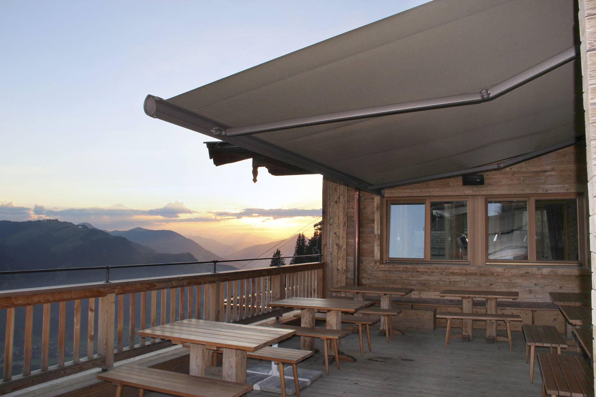 <p>Markilux Awnings Solar Protection 6000 Award Winning</p> <p> </p> <p>Award winning design ideally suited for large hospitality spaces</p>