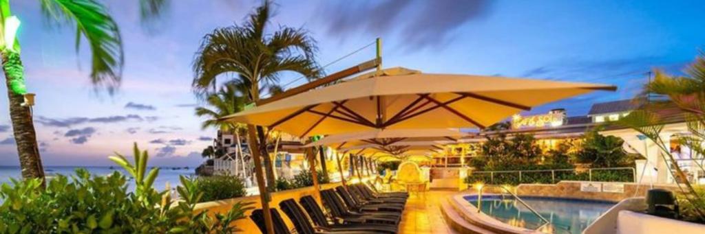 Parasols – Side Wind Umbrella – Commercial Hotel Pool Terrace