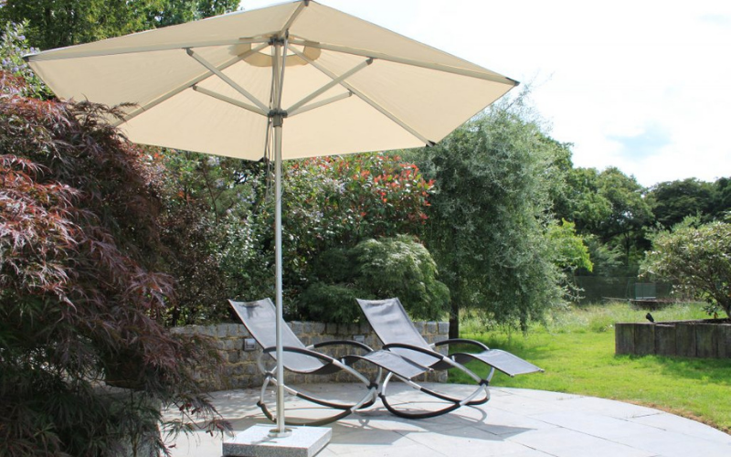 <p>Parasols Coral – Aluminium Lightweight Centre Pole Hotel Garden Terrace Shade Cover</p> <p></p> <p>Premium, stylish, lightweight, and beautiful aluminium centre pole commercial & residential parasol offering the ideal shade solution providing comfort and protection from the environmental conditions be it blazing hot sunshine or pouring rain.</p> <p></p> <p>Suitable for commercial settings, but more suited to residential settings due to smaller and lightweight size enabling customers to experience a continental atmosphere</p>