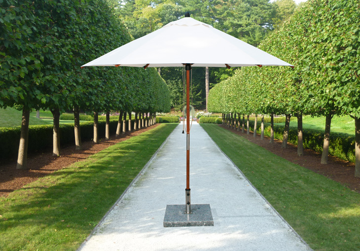 <p>Parasols Kara – Bamboo Lightweight Centre Pole Garden Shade Umbrella with Base</p> <p></p> <p>Premium, stylish, lightweight, and beautiful high-grade natural laminated bamboo centre pole commercial & residential parasol offering the ideal shade solution providing comfort and protection from the environmental conditions be it blazing hot sunshine or pouring rain.</p> <p></p> <p>Suitable for commercial settings, but equally at home in residential settings too – lightweight size enabling customers to experience a continental atmosphere</p>