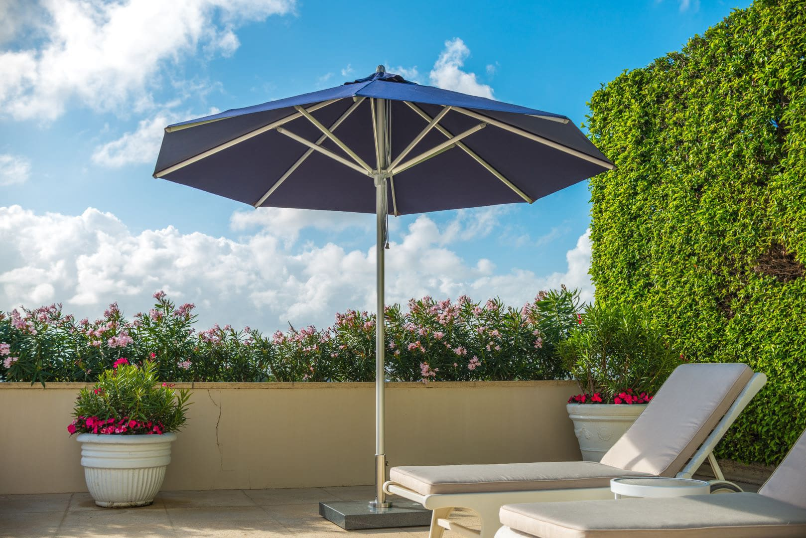 <p>Parasols Pacific – Round Aluminium Centre Pole – Hotel Outdoor Restaurant Terrace Shade Cover</p> <p></p> <p>Premium, stylish, and beautiful aluminium centre pole commercial parasol offering the ideal shade solution providing comfort and protection from the environmental conditions be it blazing hot sunshine or pouring rain.</p> <p></p> <p>Suitable for both commercial and residential settings enabling customers to experience a continental atmosphere and unrivalled luxury</p> <p></p> <p>Impressive & versatile and designed to enhance any outdoor area be it an outdoor restaurant terrace or hotel outdoor pool area</p>